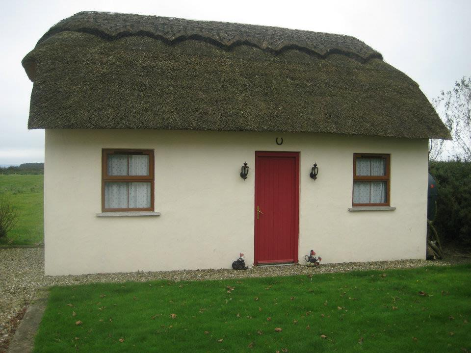 thatched-garage